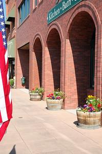 fleurs et drapeaux